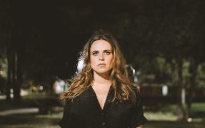 """JOANA ESPADINHA – NOVO SINGLE E NOVO VIDEO EM ESTREIA, """"O MATERIAL TEM SEMPRE RAZÃO"""" É O TEMA ELEITO"""
